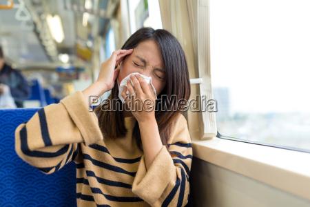 donna stazione treno veicolo mezzo di