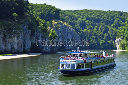 navigazione turismo danubio paesaggio natura barca